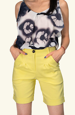 Къс панталон с висока талия