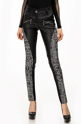 Стилен панталон тип клин в черно-бял мотив