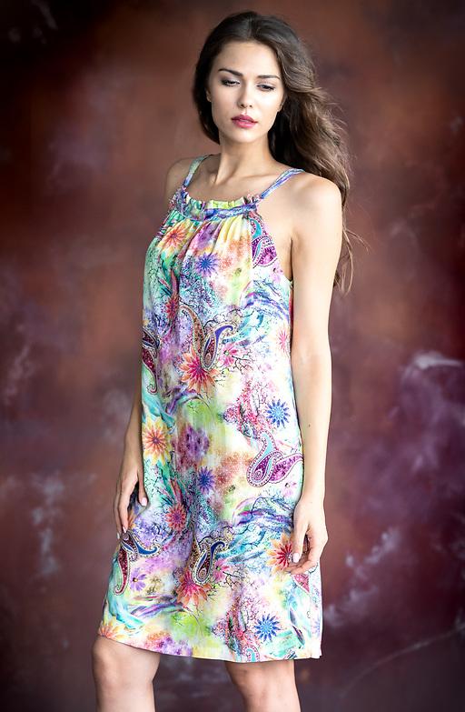 Къса лятна рокля на цветя