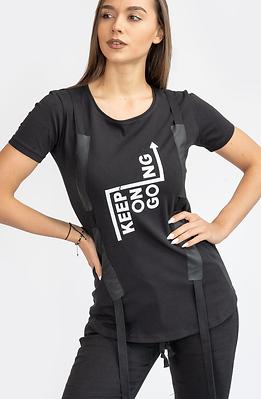 Тениска в черно със щампа и ленти