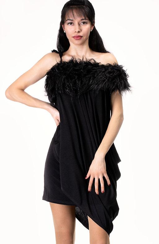 Екстравагантна рокля с акцент от еко пух