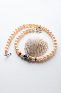 Колие от прасковена перла