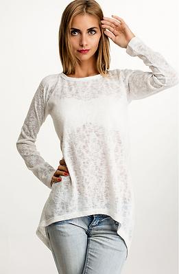 Туника от фино плетиво в бяло