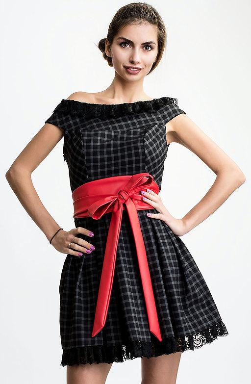 Карирана рокля с дантела