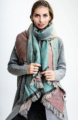 Цветен шал с ресни