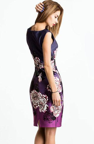 Рокля на цветя в лилаво