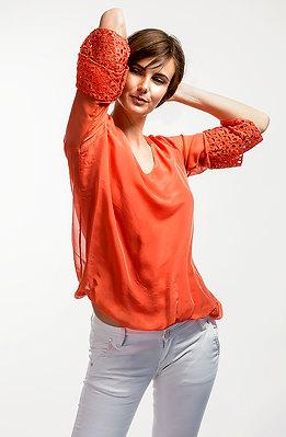 Блуза от коприна в цвят корал
