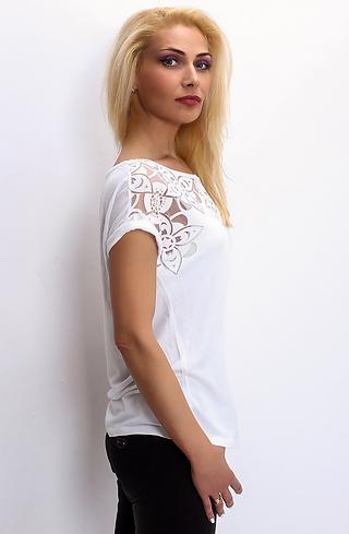Блуза с дантела в бяло