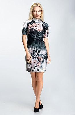 Къса рокля от памучно трико на рози