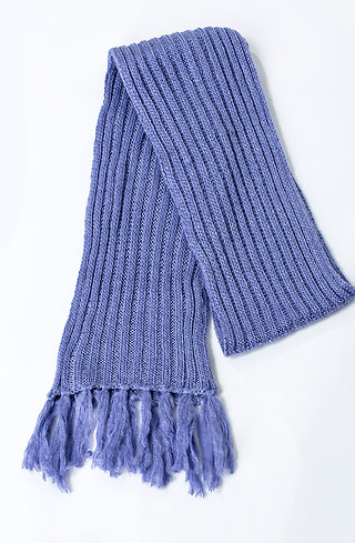 Плетен шал в лилав десен