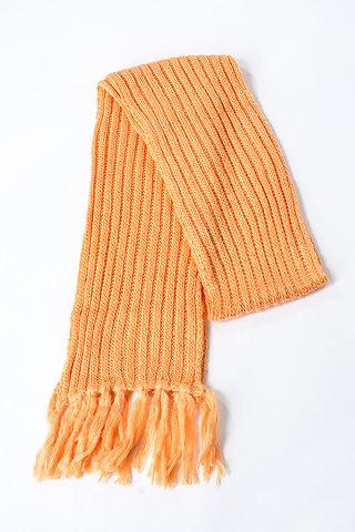 Плетен шал в оранжев десен