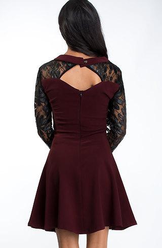 Разкроена къса рокля с дантелени ръкави