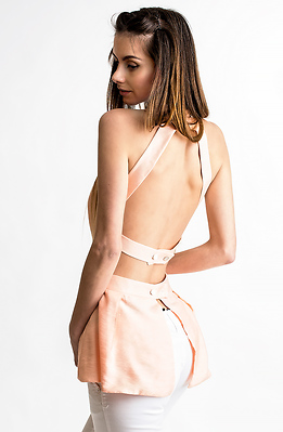 Туника с гол гръб