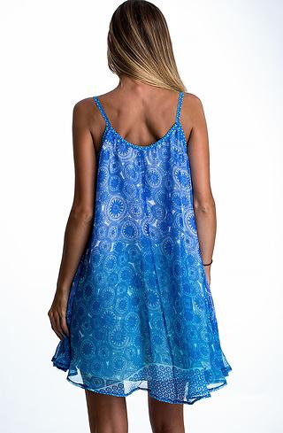 Ефирна къса рокля в син десен