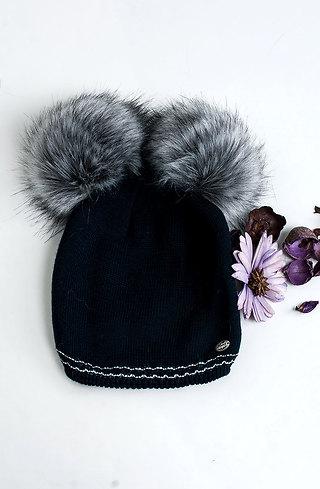 Плетена шапка с еко пух в тъмно син десен