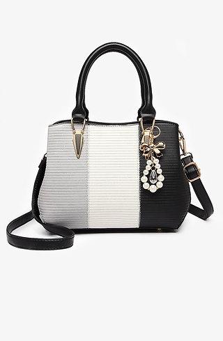 Стилна дамска чанта с аксесоар от перли