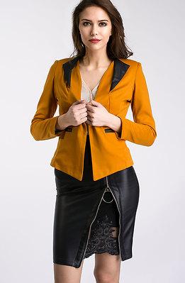 Елегантен комплект от сако и пола