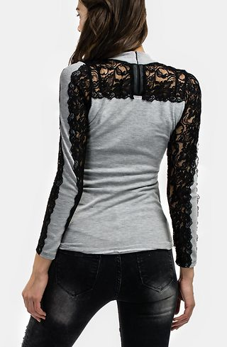 Блуза от фино плетиво с дантелени ръкави в сиво