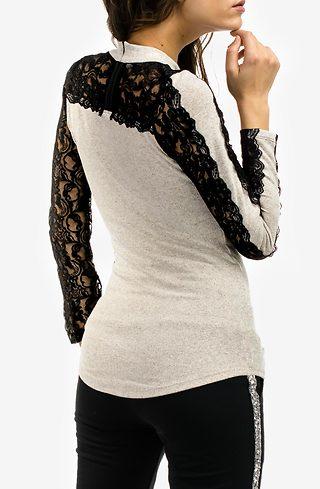 Блуза от фино плетиво с дантелени ръкави в бежево