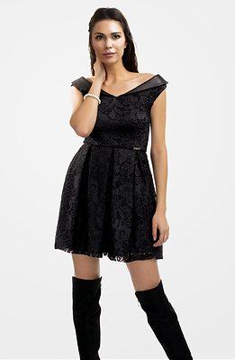 Къса дантелена рокля