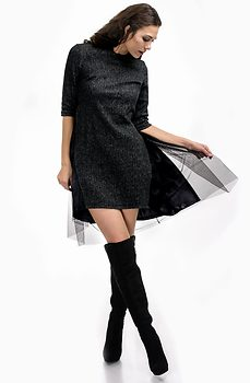 Стилна рокля от вълнено плетиво и тюл