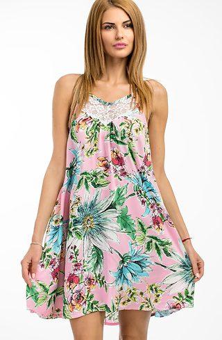 Къса рокля на цветя в розово