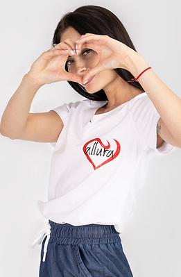 Бяла тениска със щампа лого
