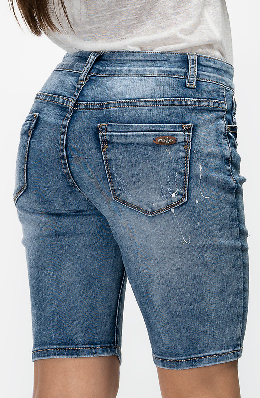 Къси накъсани дънки в светло синьо