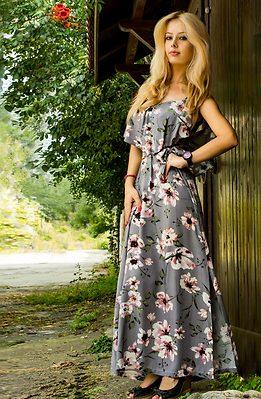 Дълга рокля на цветя в сиво