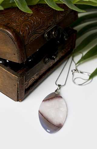 Колие с полускъпоценен камък