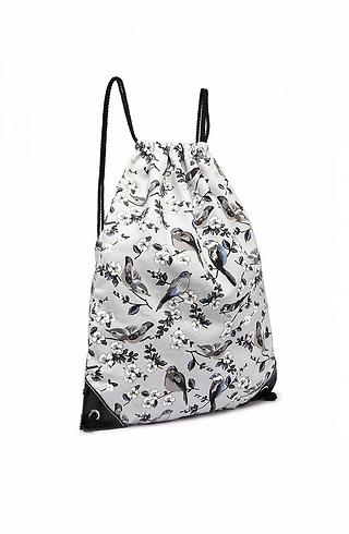 Раница тип торба с принт в светло сив десен