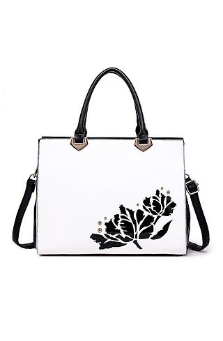 Луксозна дамска чанта в черно-бял десен с роза