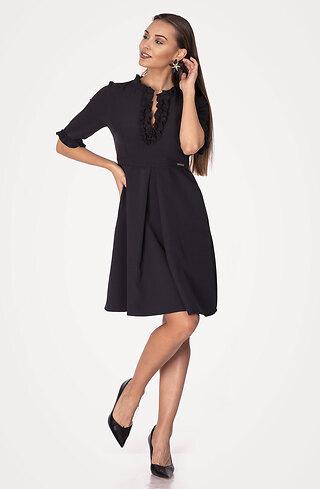 Черна рокля с жабо