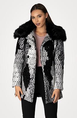 Палто с капитонирана подплата от вълнена смес