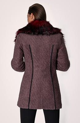 Палто с капитонирана подплата и еко пух